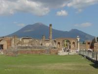 vesuvius-from-pompeii-ruins